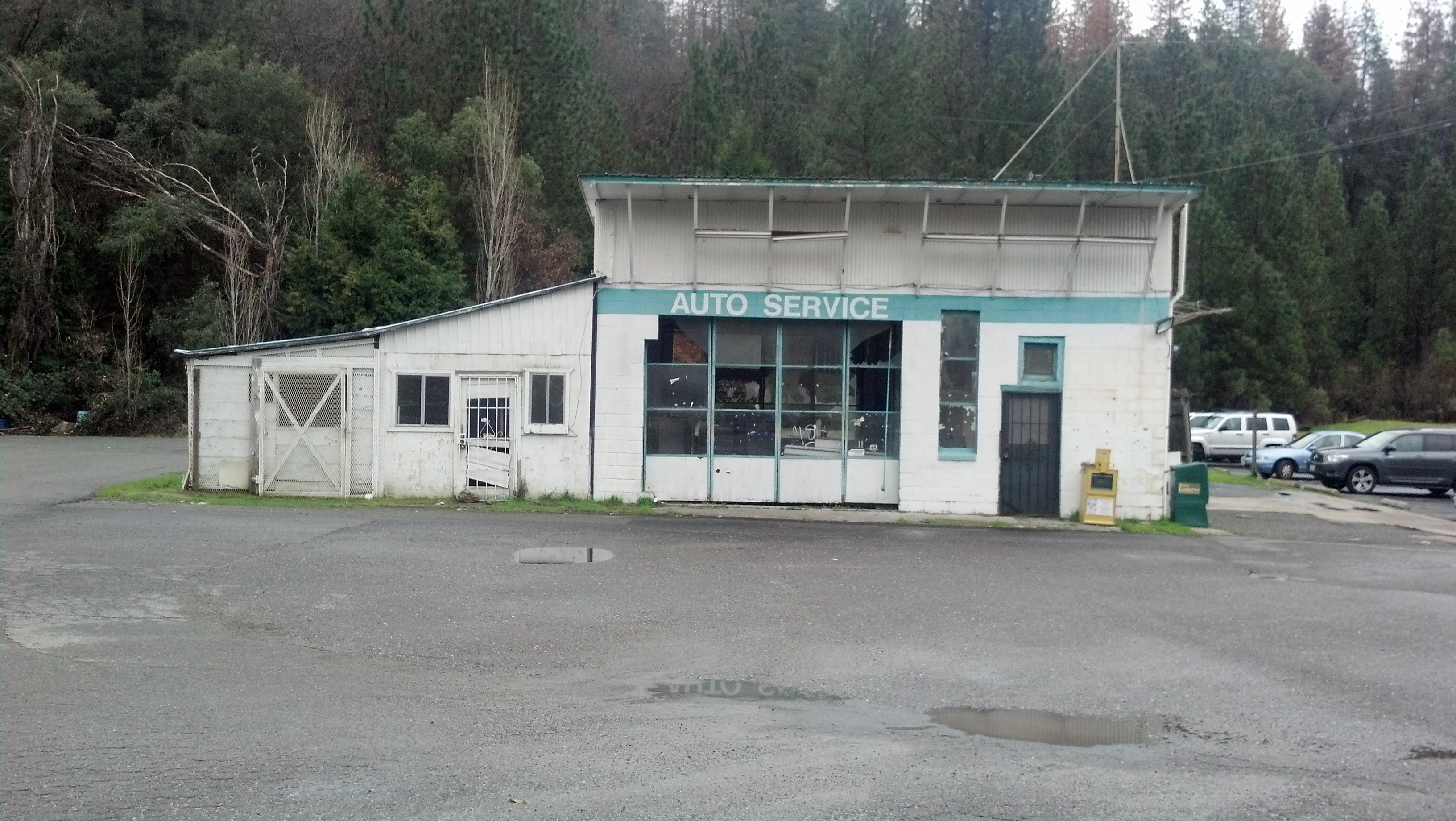 cool old defunct autoshop