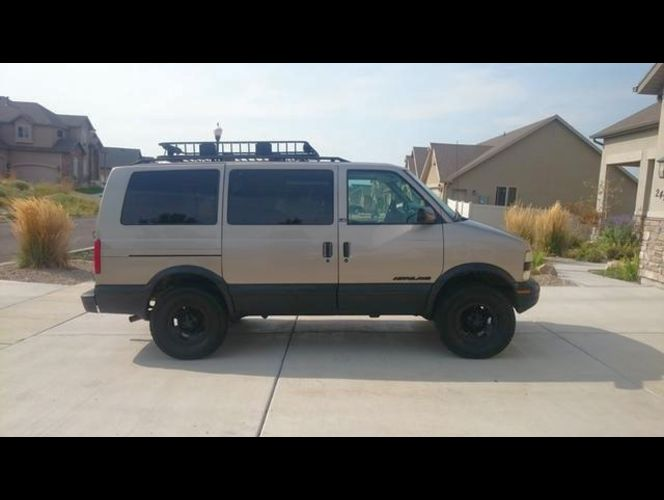 "2002 Astro AWD 4"" Lift - Go..."