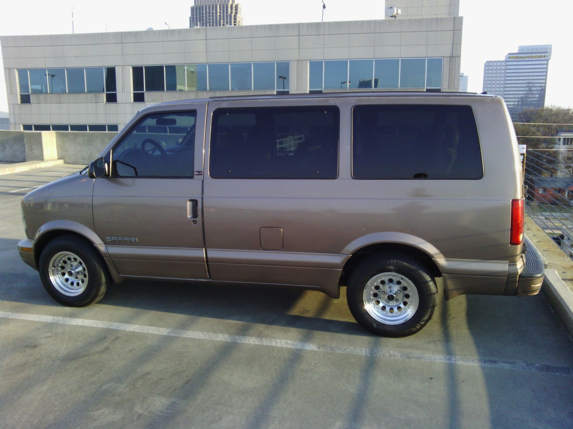2002 GMC Safari SLE 3/29 {NUM}