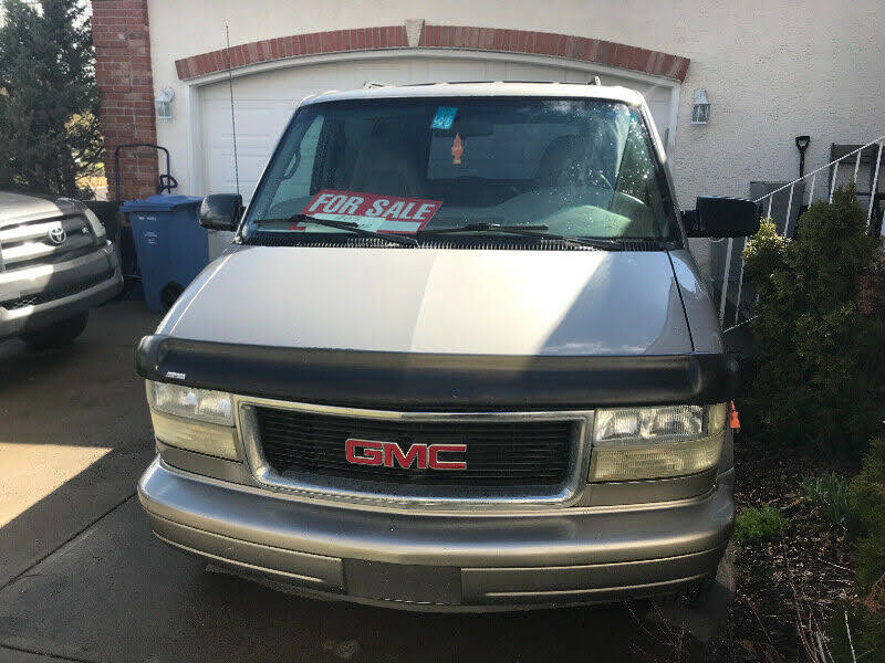 2004 GMC Safari AWD Front